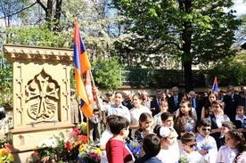 Fioletowa niezapominajka dla Ormian