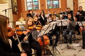 Diakonia muzyczna uświetniła śpiewem Mszę św.