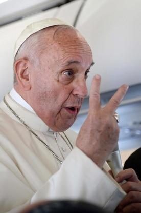 Konferencja papieża w samolocie (pełny zapis)