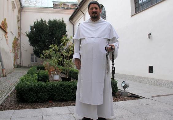Dominikanin o. Grzegorz Kluz podkreśla, że modlitwa różańcowa ma formę autokatechizacji.