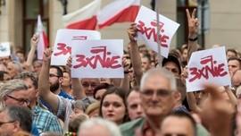 Opozycja wciąż protestuje