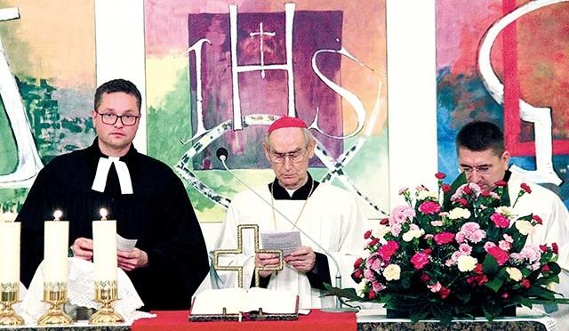 ▲Od lewej: ks.Wojciech Pracki, abpAlfons Nossol, ks.Zygfryd Glaeser