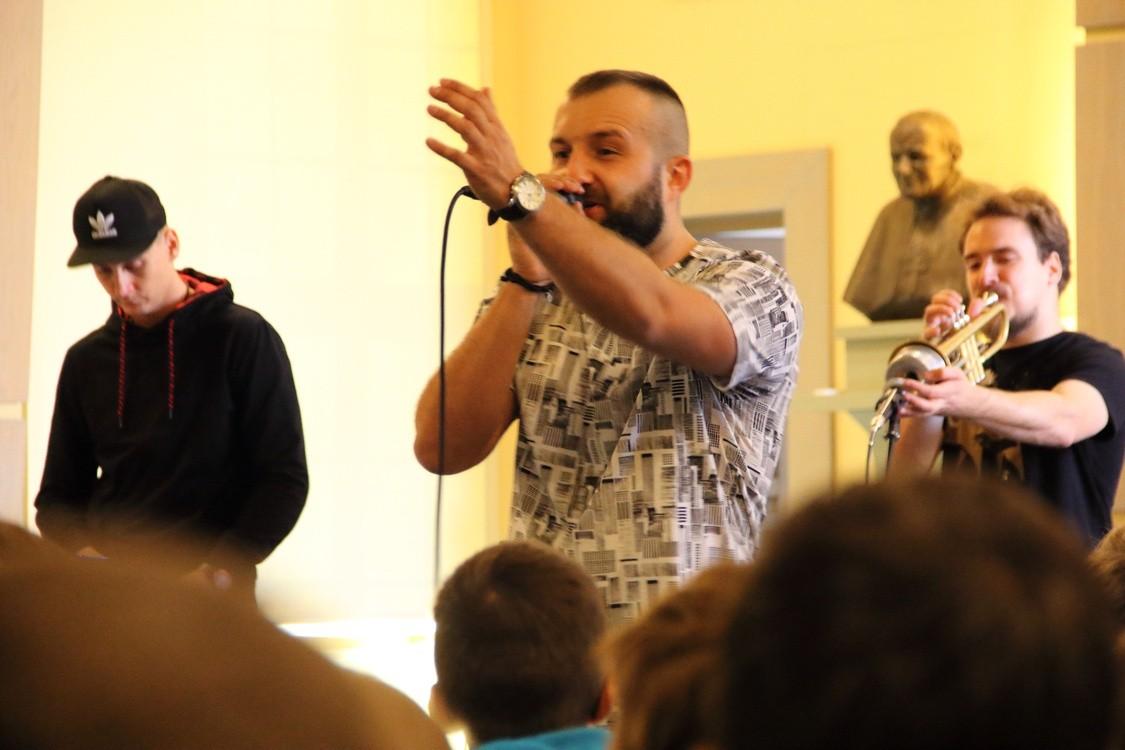 Seminaryjne sale i rap pełen prawdy