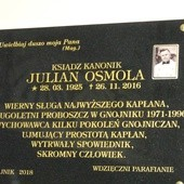 Tablica ks. Juliana Osmoli w Gnojniku
